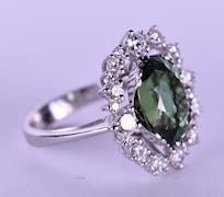 Prsten z bílého zlata s přírodními diamanty a turmalínem