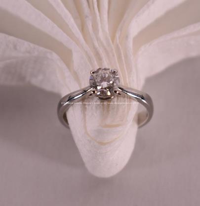. - Prsten s briliantem, platina 950/1000, 0,75 ct, F-Si, celková hmotnost: 4,21 g