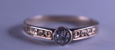 . - Prsten s přírodním leukosafírem, zlato 585/1000, značeno platnou puncovní značkou č. 4 Au - čejka, hrubá hmotnost 1,55 g