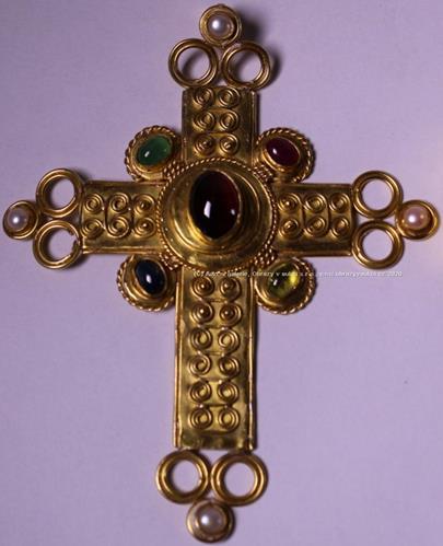 . - Kříž, ryzost 920/000, značeno platnou historickou puncovní značkou APOLON, hrubá hmotnost 59,10g,