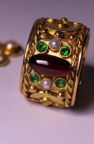 . - Prsten, zlato 900/000Au, značeno platnou puncovní značkou č.2 OREL, hrubá hmotnost 26,68 g,