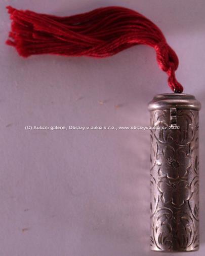 . - Pouzdro na rtěnku, stříbro 800/000, hrubá hmotnost 19,71 g