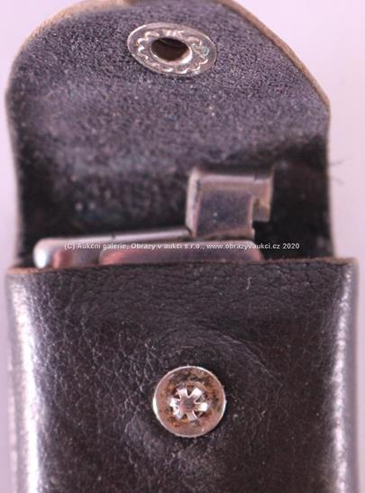 . - Zapalovač, stříbro 900/000, hrubá hmotnost 25,46 g