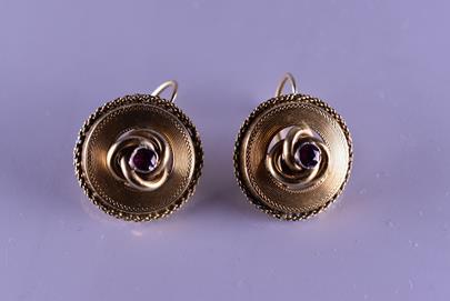 . - Náušnice s granáty, zlato 416/1000, hrubá hmotnost 6,85 g, kameny zasazeny ve stříbře
