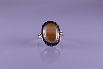 . - Prsten s achátem, stříbro 800/1000, hrubá hmotnost 3,30 g