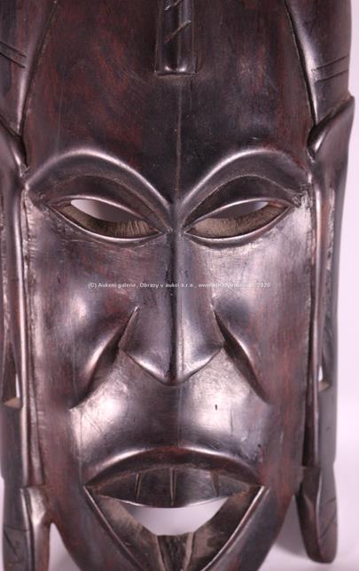 Afrika, 2. pol. 20. stol. - Maska s náušnicemi