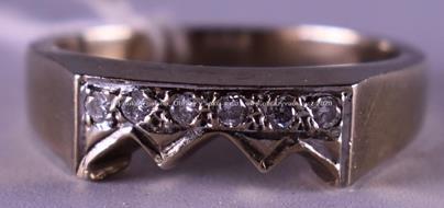Evropa - Bílozlatý briliantový prsten, zlato 585/1000, značeno platnou puncovní značkou Z-58, hrubá hmotnost 4,15 g
