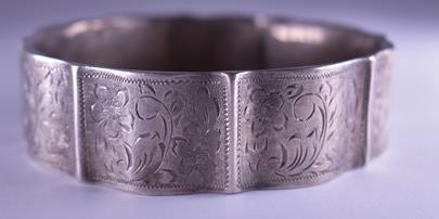 .. - Náramek, stříbro 900/1000, značeno platnou puncovní značkou 3 Ag trojvrší, hrubá hmotnost 32,70 g