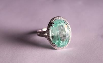 .. - Smaragdový prsten, zlato 750/1000, hrubá hmotnost 9,47 g