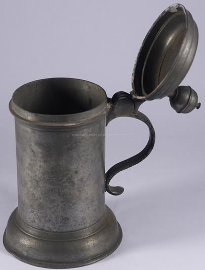 datace 1777 - Korbel s víkem