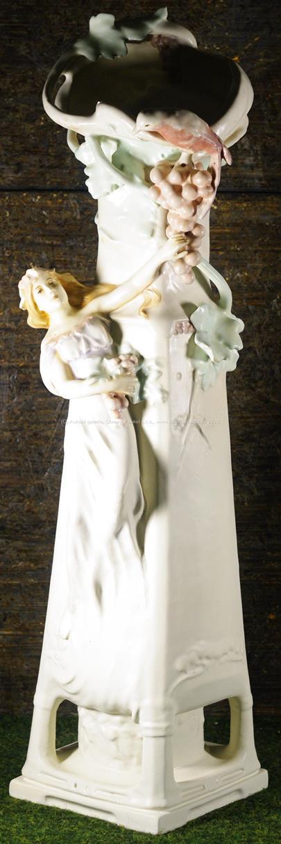 Střední Evropa kolem 1900 - Secesní figurální váza
