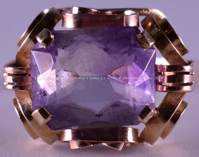 . - Prsten, zlato 585/1000, přírodní ametyst 11x8,6 mm, hrubá hmotnost 3,75 g