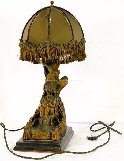 1. čtvrtina 20. století - Lampička s hastrmanem