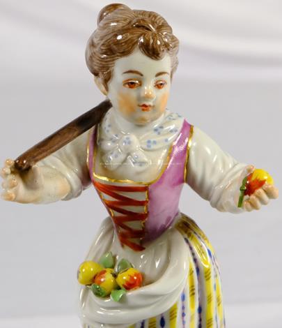 porcelánka Míšeň - Dívka s jablíčky