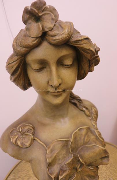 signatura nečitelná - Secesní busta dívky