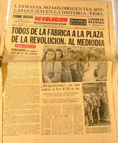 .. - Kubánské noviny z let 1960 a 1961