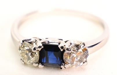 .. - Diamantový prsten se safírem, zlato 750/1000, hrubá hmotnost 4,01 g