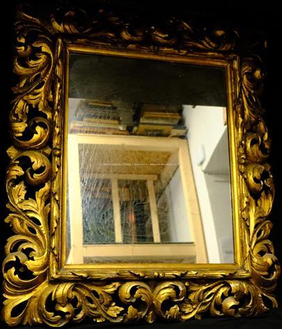 .. - Zrcadlo ve florentinském rámu