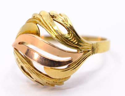 .. - Prsten, zlato 585/1000, značeno platnou puncovní značkou Z-36, hrubá hmotnost 3,40 g