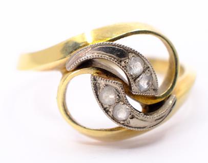 .. - Prsten, zlato 585/1000, značeno platnou puncovní značkou Z-36, hrubá hmotnost 4,27 g
