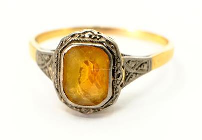 .. - Prsten, zlato 585/1000, značeno platnou puncovní značkou lvíček, hrubá hmotnost 3,30 g