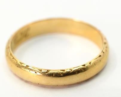 .. - Prsten, zlato 585/1000, značeno platnou puncovní značkou čejka, hrubá hmotnost 2,60 g