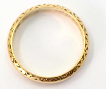 .. - Prsten, zlato 585/1000, značeno platnou puncovní značkou čejka, hrubá hmotnost 3,50 g