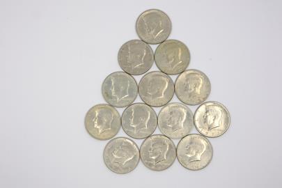 .. - Lot 13 mincí Kennedy Half Dollar